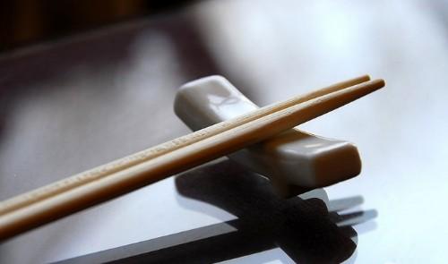 筷子或案板生霉会致癌吗