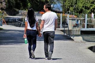 如何与伴侣重归于好?男性和女性采取的措施大有不同