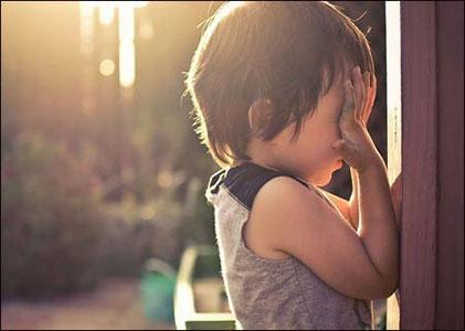 小孩怕黑怎么办?心理援线孩子为什么会怕黑