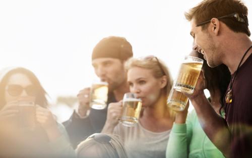 酒精致癌,你还会热情地劝人喝酒吗?